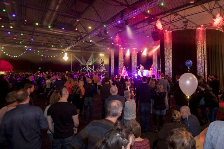 Succesvol bedrijfsfeest Wensink Automotive in IJsselhallen Zwolle