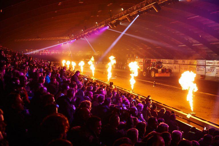 Actie en spektakel bij Indoor Famstock en Indoor Tractor Pulling in IJsselhallen Zwolle